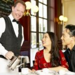 How Much Tips Waiters and Bartenders Get?